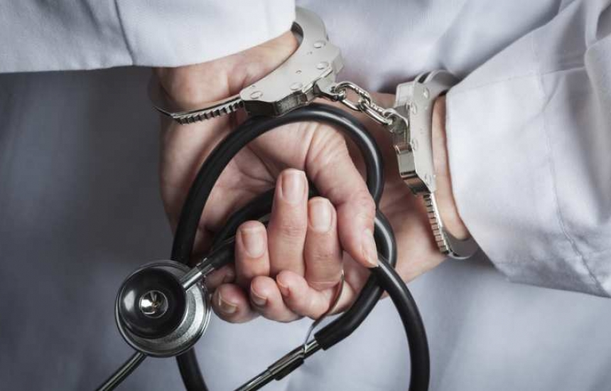 Осъдиха лекар за фалшива диплома