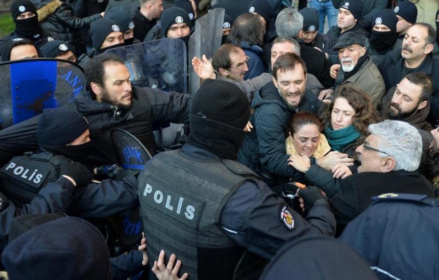 Арестуваха водещи лекари в Турция