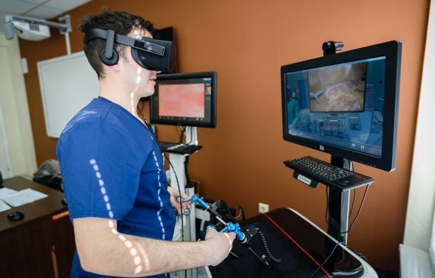 3D очила за студентите-хирурзи в МУ-Варна