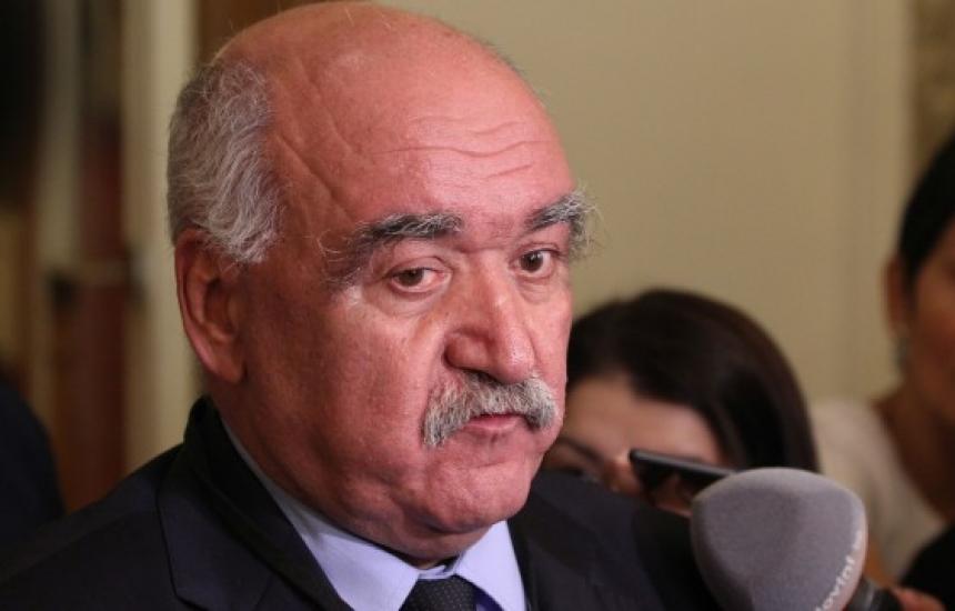 Премиерът привикал проф. Камен Плочев