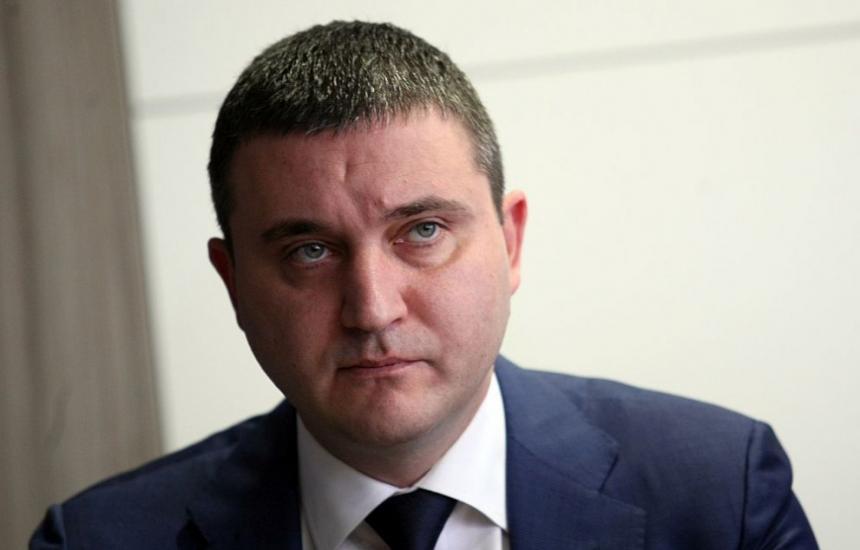 Лекарите без повече пари заради Плочев