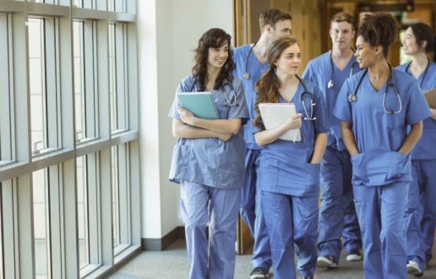 Всеки втори чужд студент следва медицина