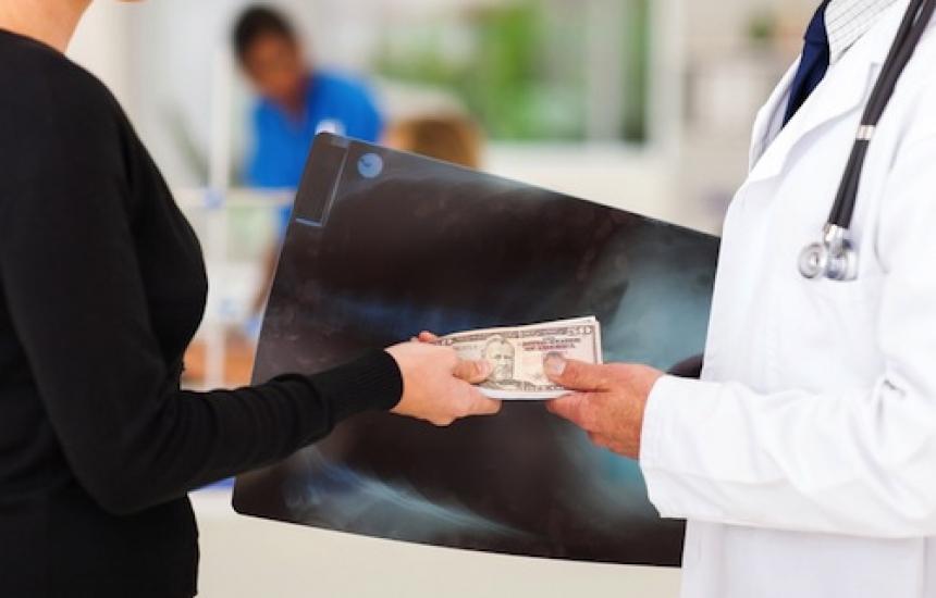 15 хил. лв. на лекар за конгреси и хонорари