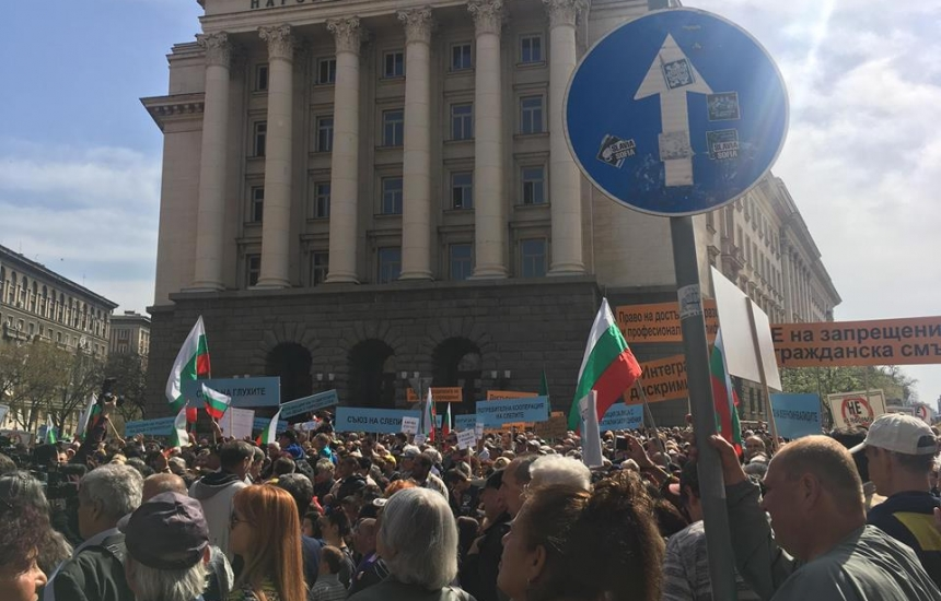 3500 души с увреждания на протест пред МС