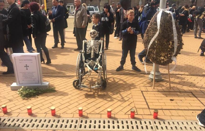 500 на протест за децата с увреждания