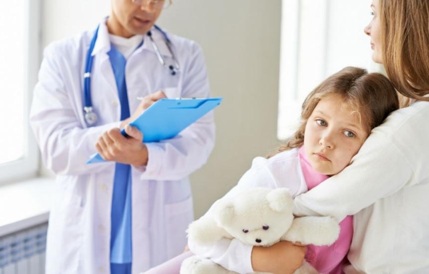 Актьори веселят децата в Педиатрията