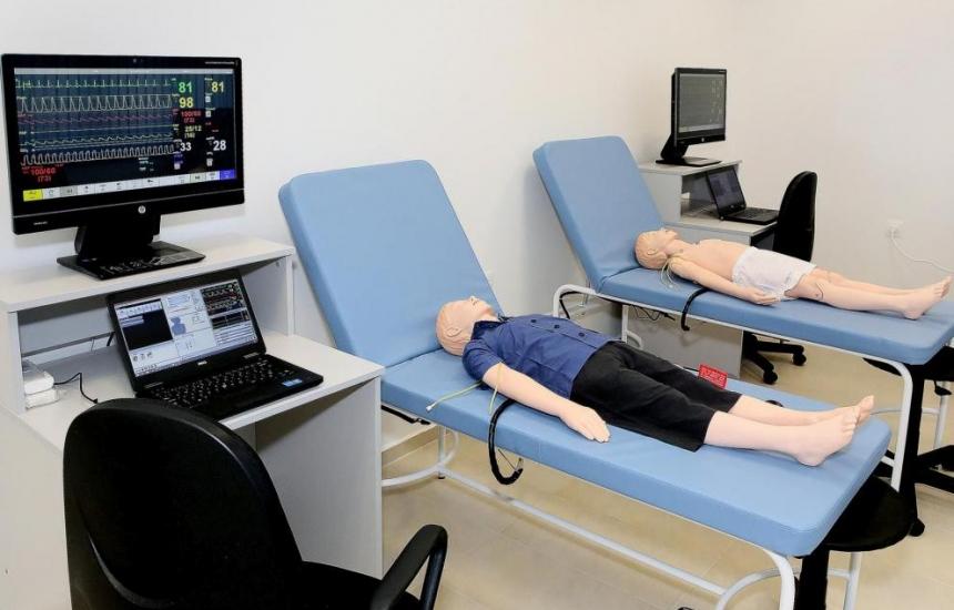 Роботи помагат на студентите по медицина