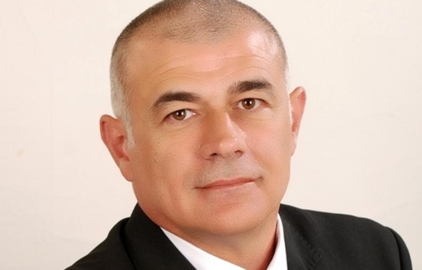 Управляващите искат да се отърват от Камен Плочев