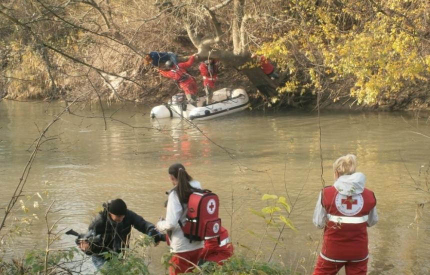 """БЧК """"спасява"""" бедстващи при наводнения"""