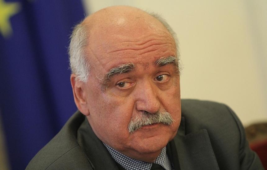 Прекратиха мандата на проф. Плочев