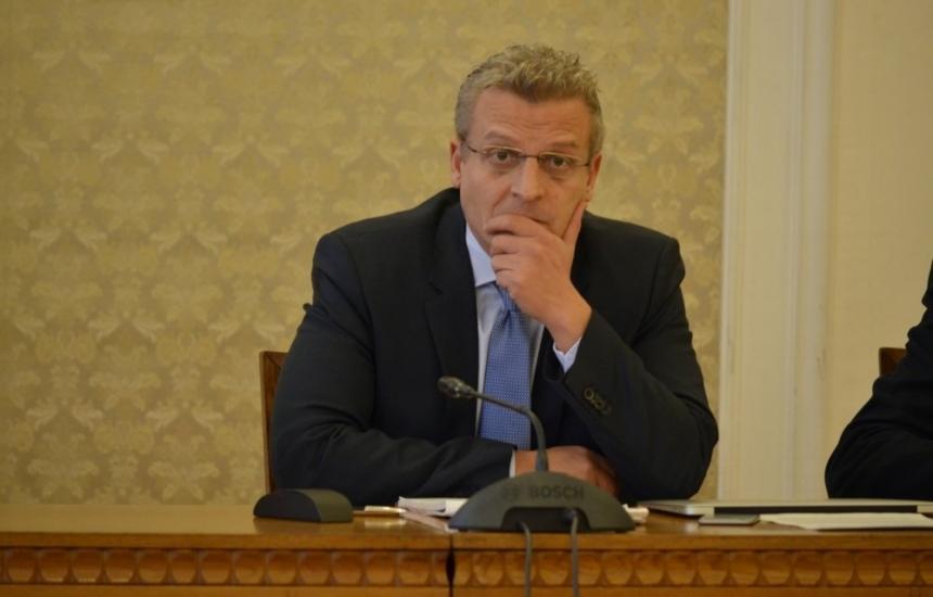 Москов търси шестима директори
