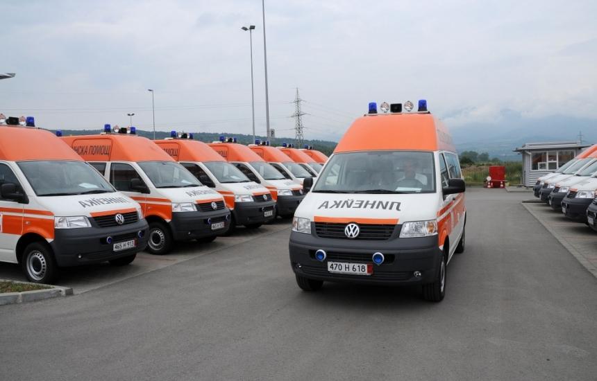 Поръчката за линейки пак в застой