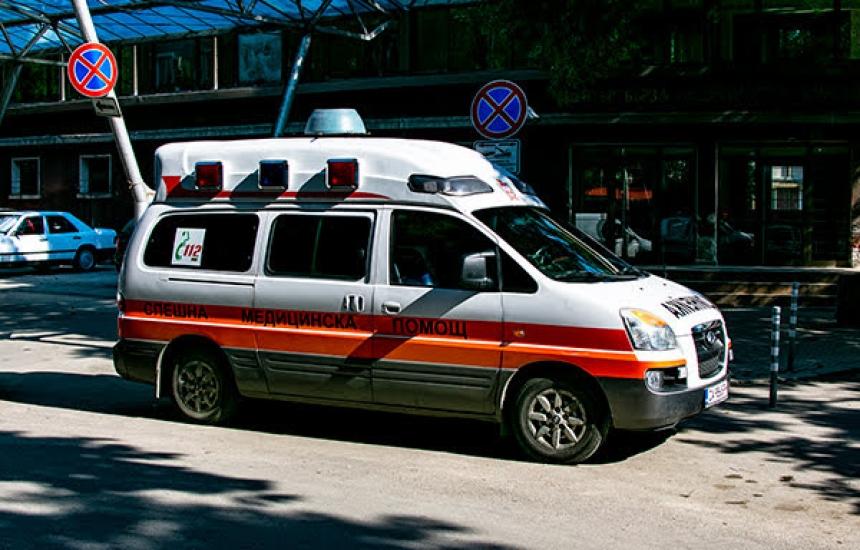 МЗ няма да спре търга за линейките