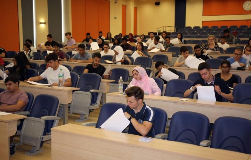 Над 200 чужденци на третия изпит в МУ-Пловдив