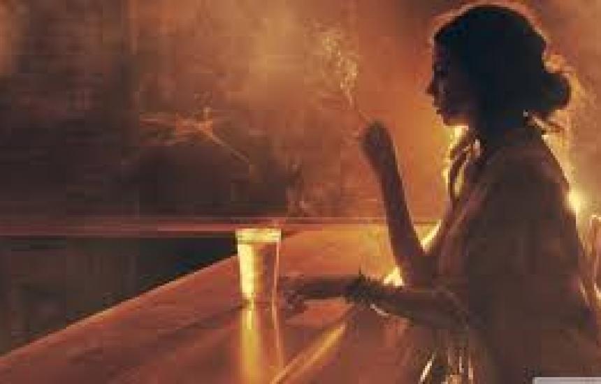 Искат въвеждане на такса за пушене в бара