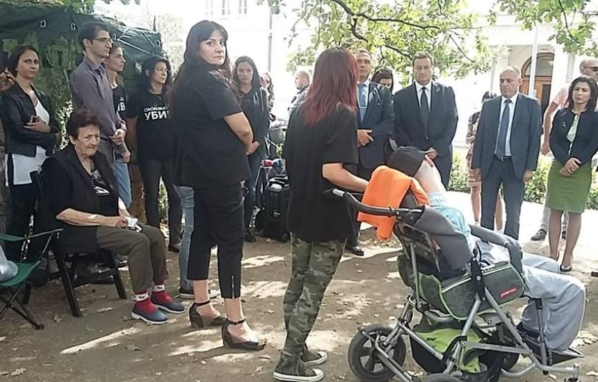 Майките дават отсрочка за третия закон