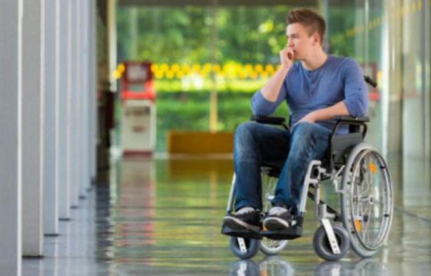 Няма кой да гледа хората с увреждания