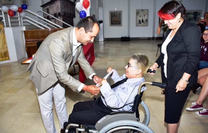 Кеймбридж смени изпита за българче с увреждане