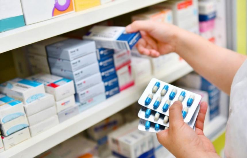 Затягат режима за реекспорт на лекарства
