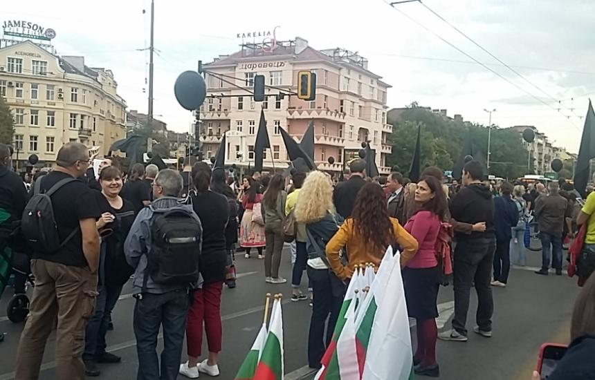 Майките блокираха Орлов мост