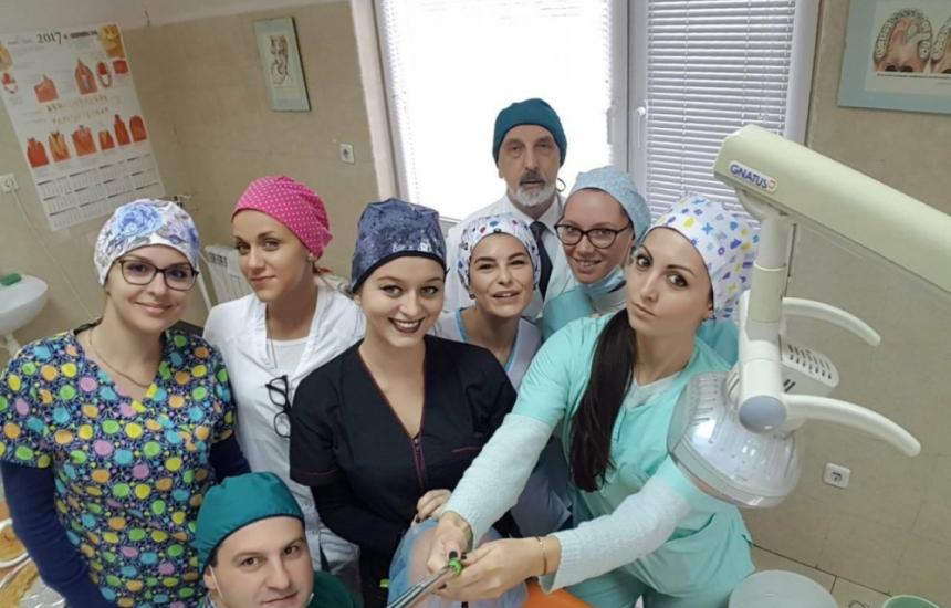 90 зъболекари вземат дипломи