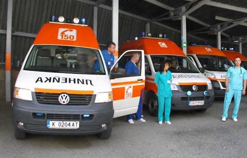 Сирени и мълчание за загиналите лекари