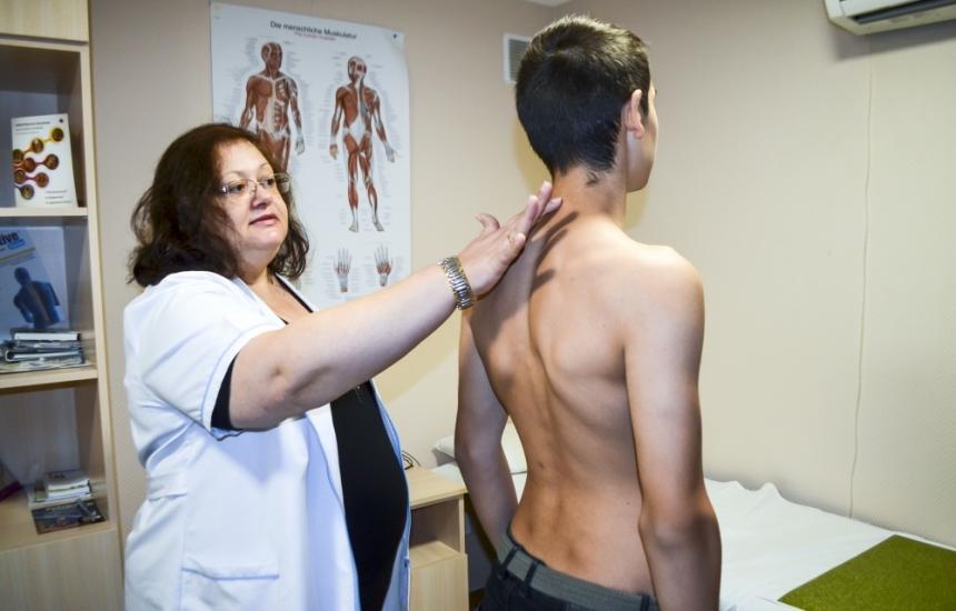 Откриха гръбначни изкривявания при децата