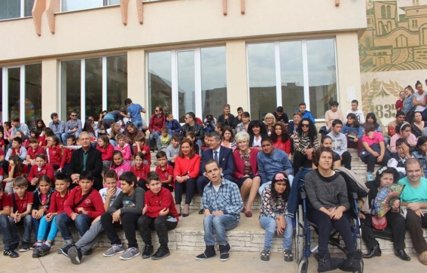 681 деца чакат своите семейства