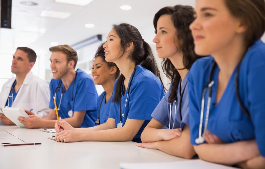 138 здравни специалисти се дипломират във Варна