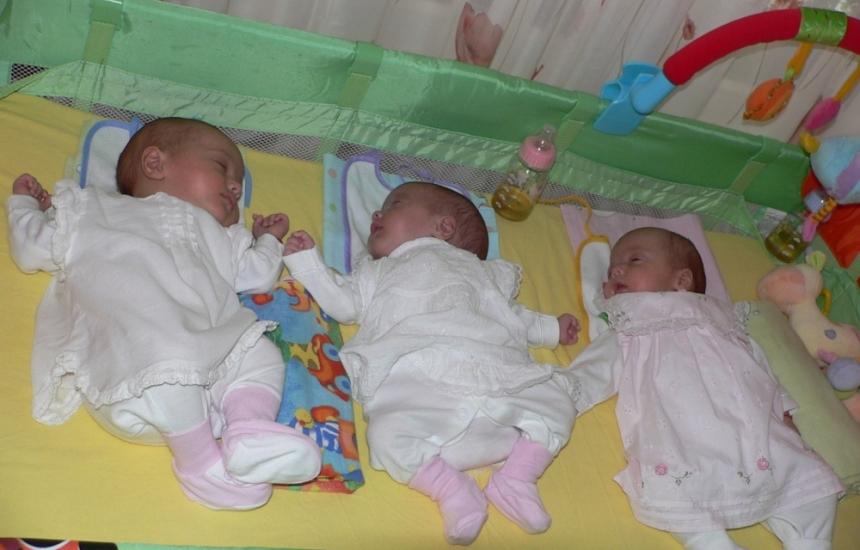 Жена роди тризнаци