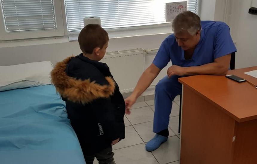 Пироговци прегледаха близо 300 деца в Разград