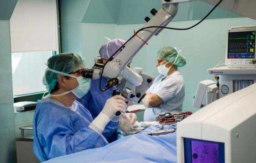 За първи път оперираха средно ухо с навигация