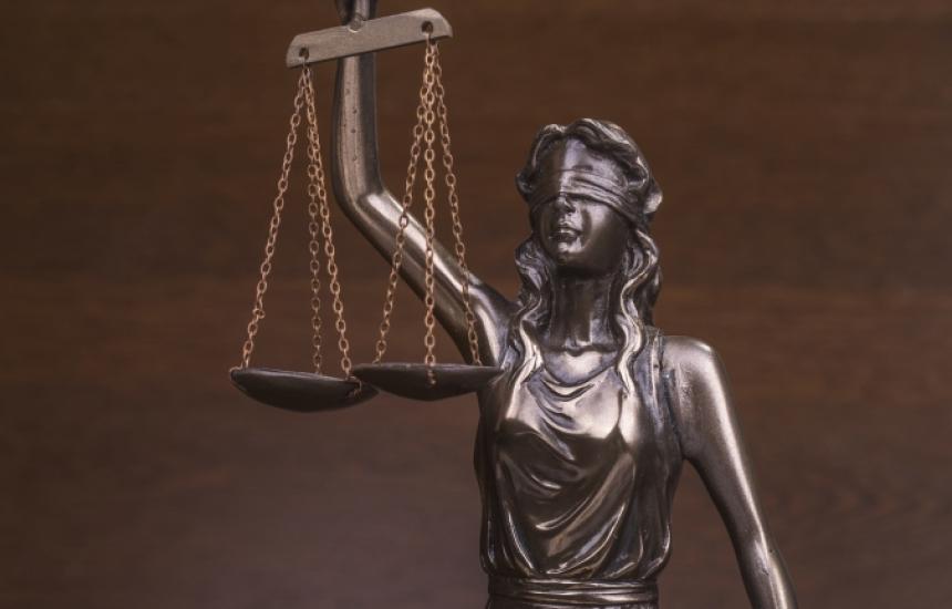 Съдят лекарка за фалшиви рецепти