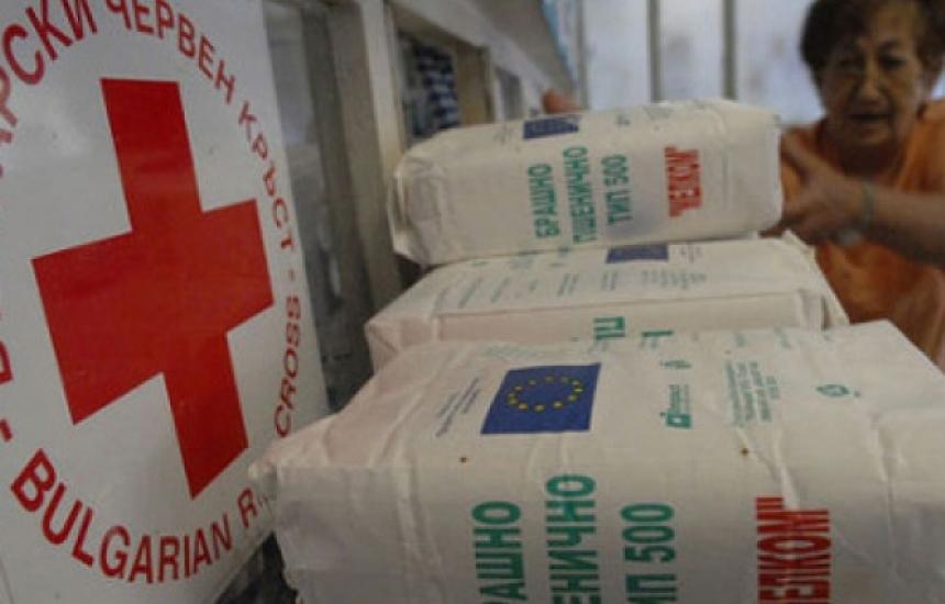 БЧК раздава храна на бедни в София
