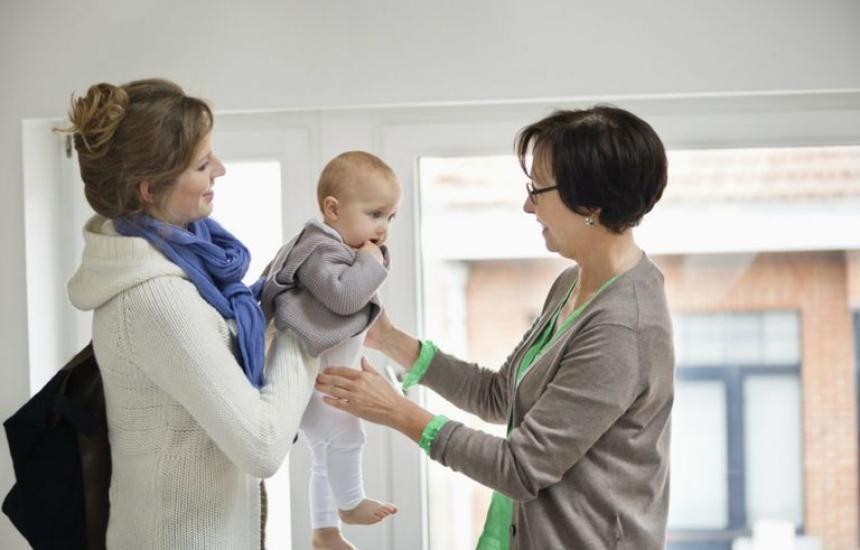 Предлагат детегледачи за родителите