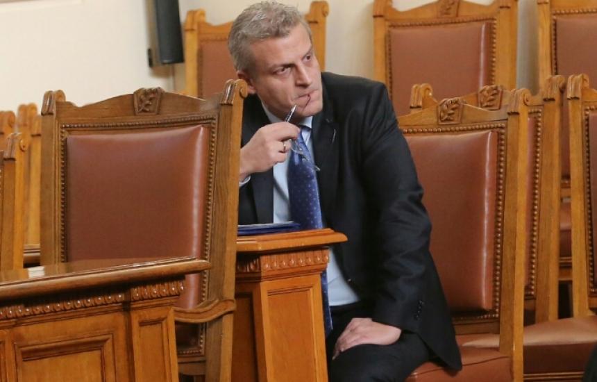 Бонуси и аптеки на първия парламентарен контрол