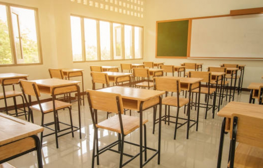 Без уроци в 1435 училища