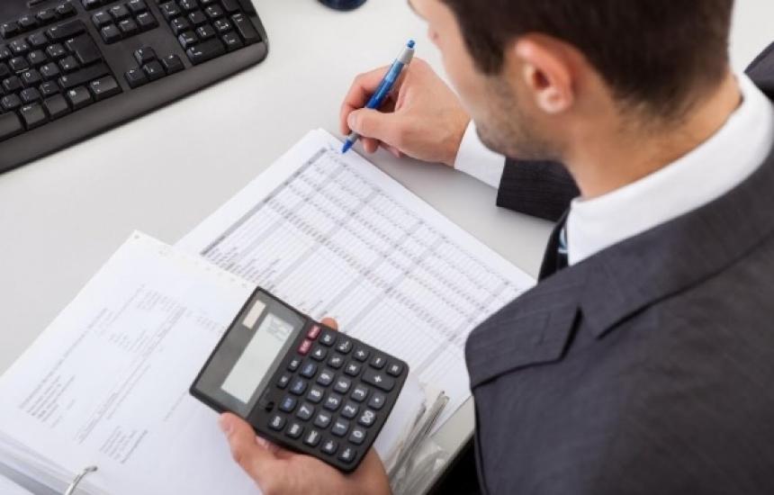 Фирмите бавят плащанията по-малко