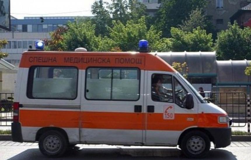 Мъж нападна спешни медици в Бургас