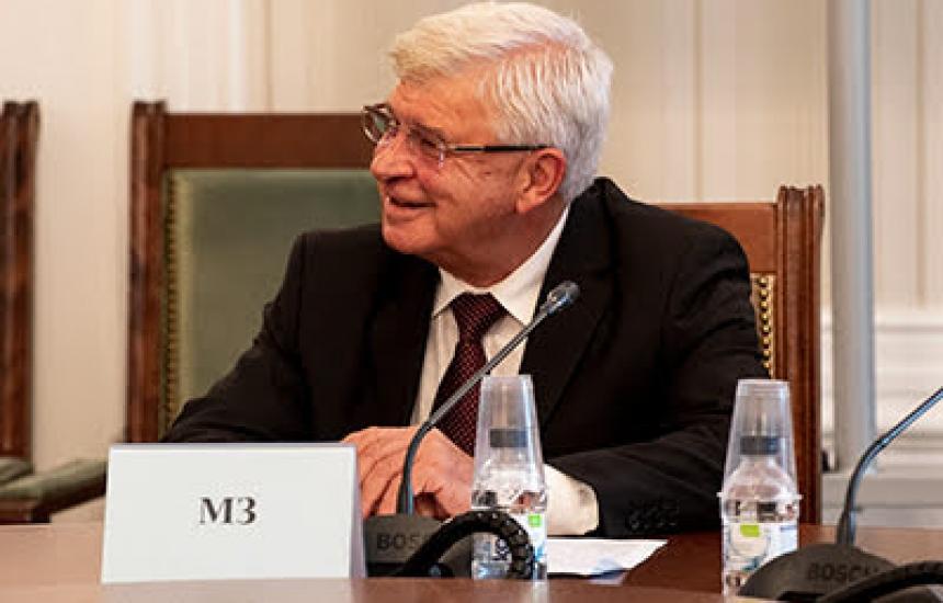 Aнаниев преговаря с депутатите за фелдшерите