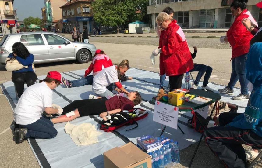БЧК обучава за акция при земетресение