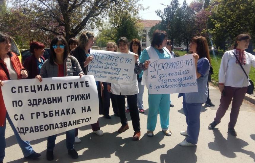 Медсестрите излизат отново на протест