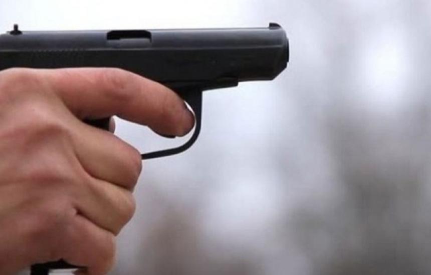 Мъж нахлу в болница с пистолет