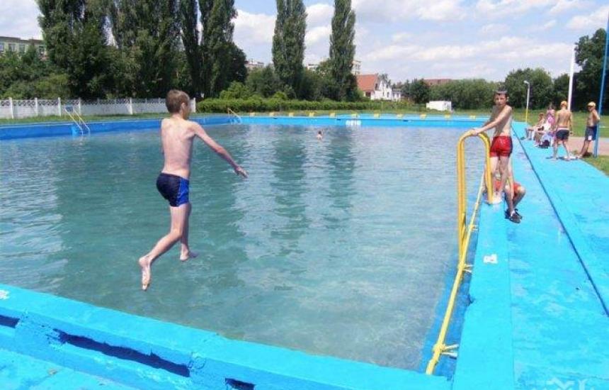 РЗИ проверява водата в басейните