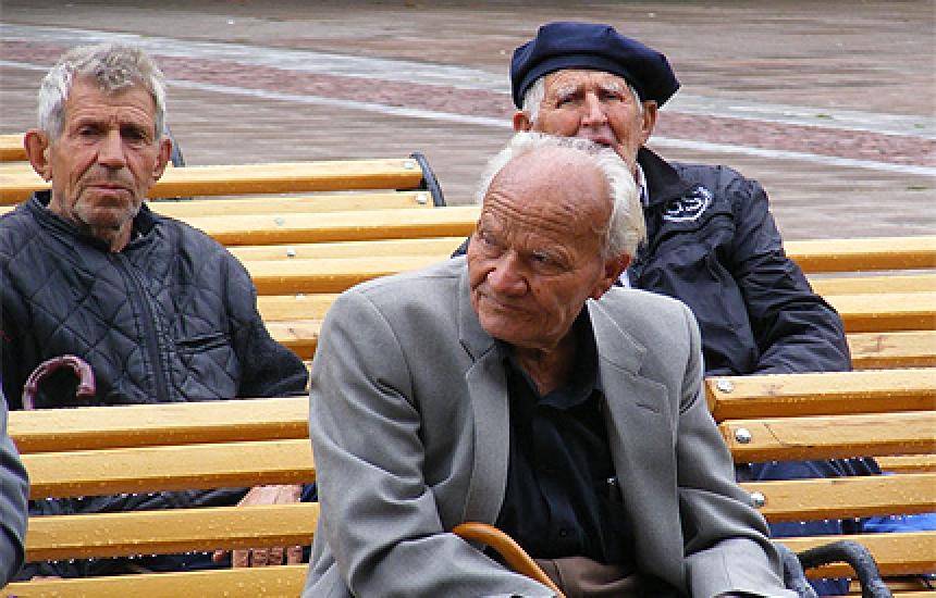 Вдигат социалната пенсия за старост със 7 лв.