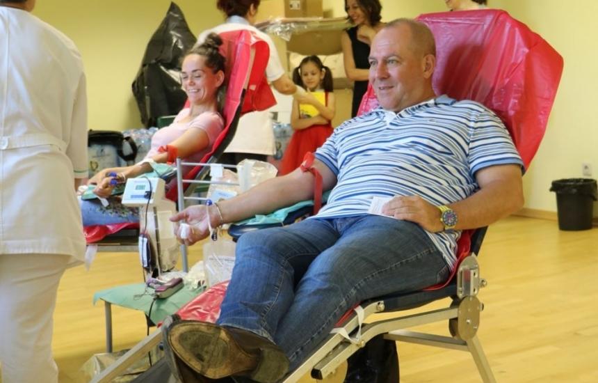 """Близо 60 души дариха кръв в """"Пирогов"""
