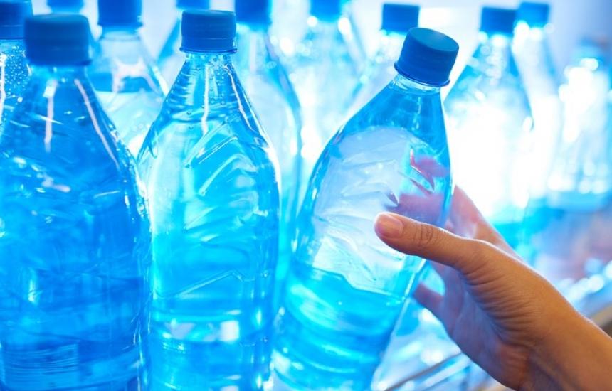 Дават минерална вода в жегите