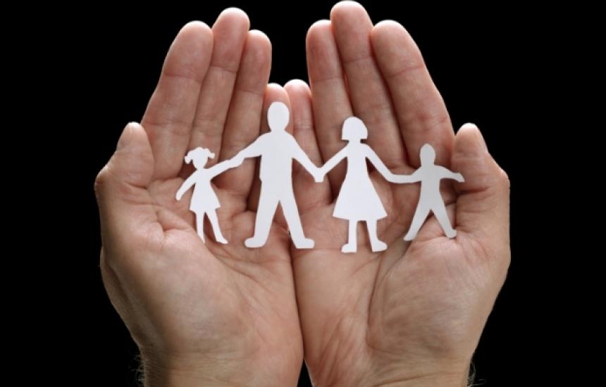 Всеки шести би станал приемен родител срещу заплата