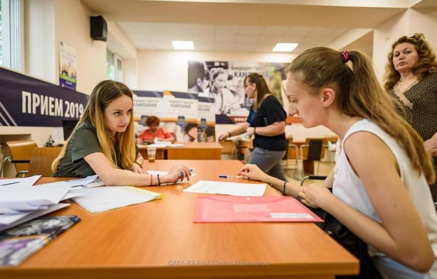 Препитват с тест кандидатстуденти в МУ-Варна