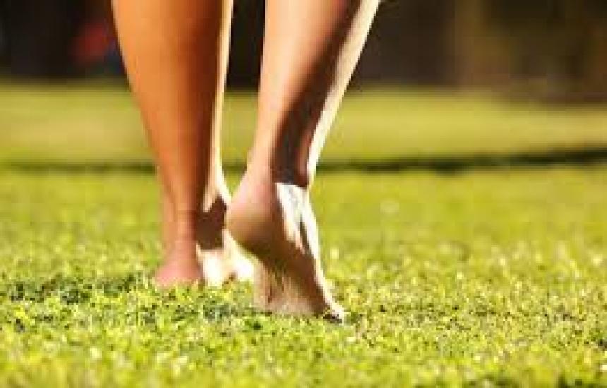 Боса разходка за здрави вени